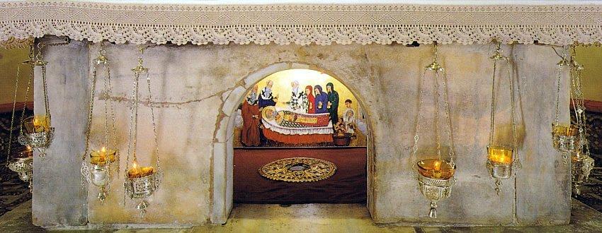 Tumba del santo en la Basílica de San Nicola en Bari.