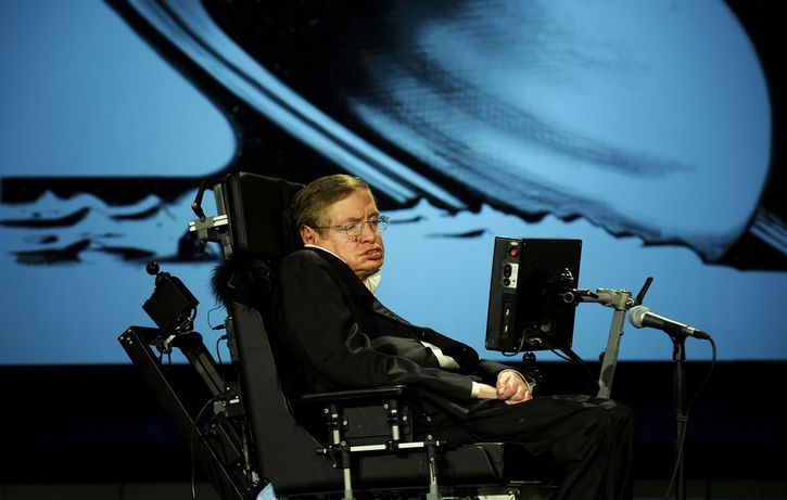 Stephen Hawking sentado planetas