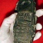 """¿Extraterrestres? """"Celular"""" de 800 años encontrado aviva las teorías de conspiración"""