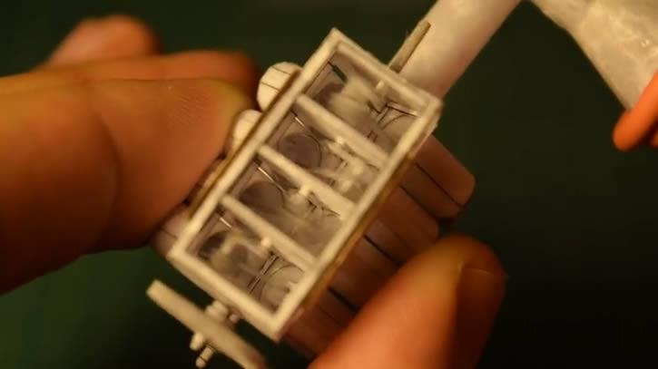 motor v8 minuatura papel