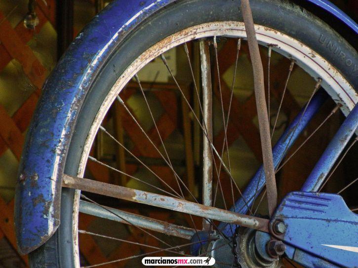 llanta bicicleta oxidada