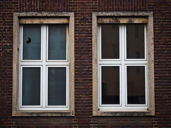 par de ventanas viejas
