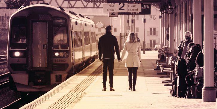 pareja en el tren