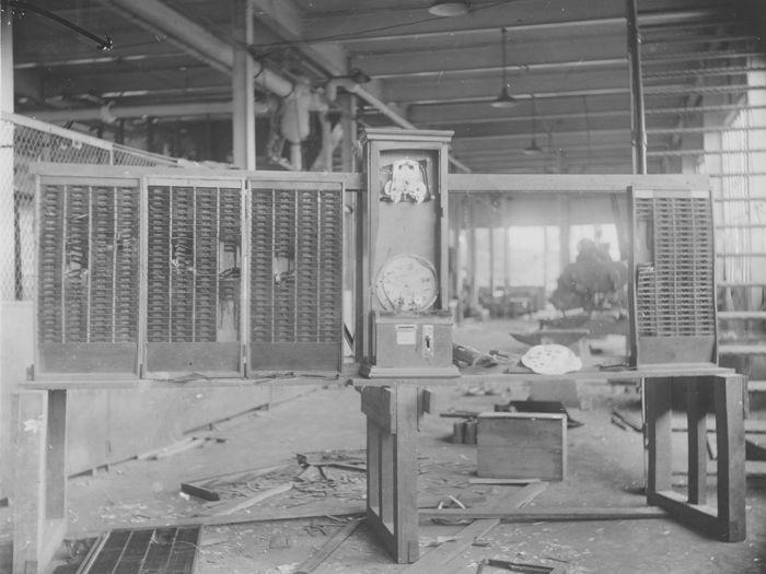 Reloj destruido en los disturbios. Diciembre de 1930.