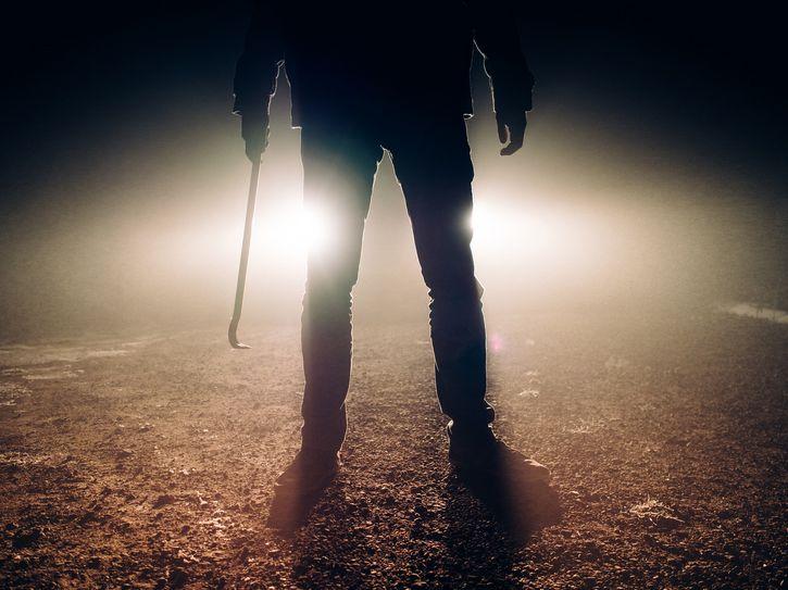asesino contraluz
