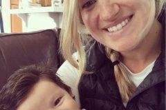 Bebé que nació con cabellera digna de Elvis, ya es sensación en Internet