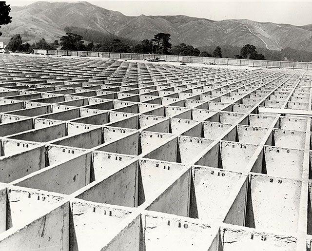 Bóvedas para el nuevo cementerio Holy Cross. 1920.