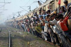 Los trenes en la India son para valientes