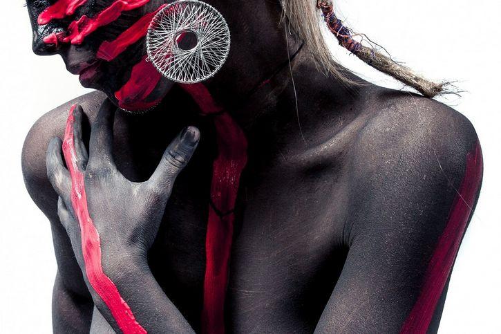 bodypaint cuerpo negro y rojo