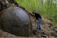 Esfera gigante de hierro encontrada en un bosque de Bosnia
