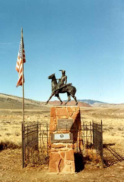 estatua en honor a john johnston