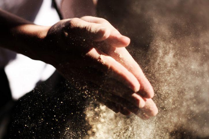manos polvo