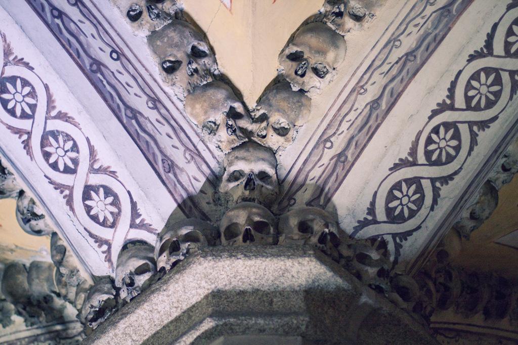 Capela dos Ossos portugal (1)