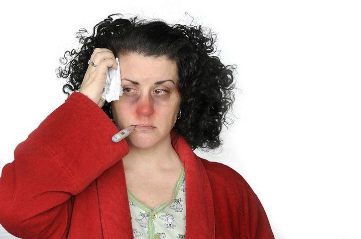 mujer con catarro