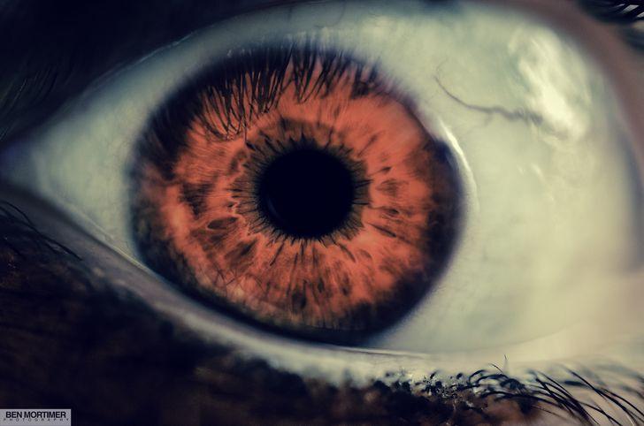 ojo rojo terror