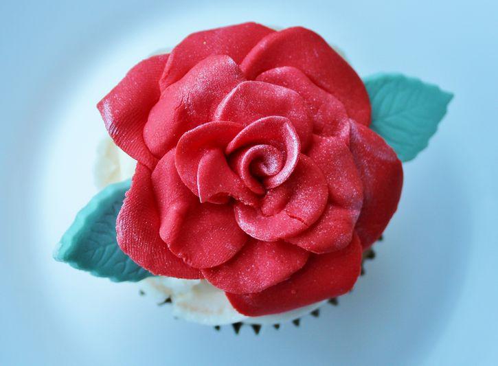 pastel de bodas flor roja