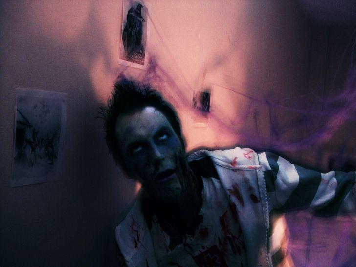 zombie habitacion oscura