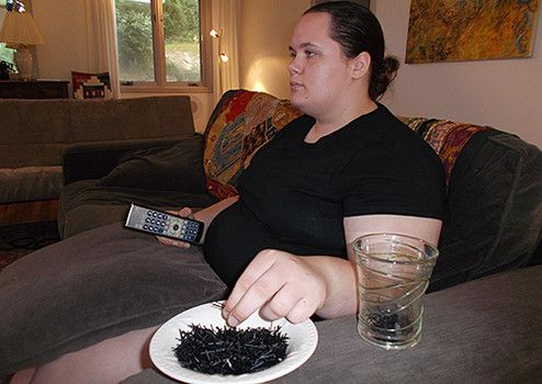 Allison adicta comer caucho