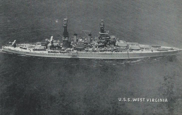 U.S.S. West Virginia foto aerea
