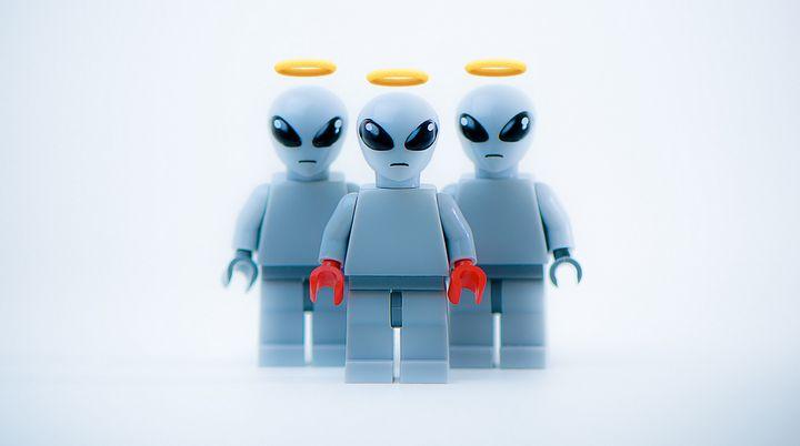 aliens muertos aureolas