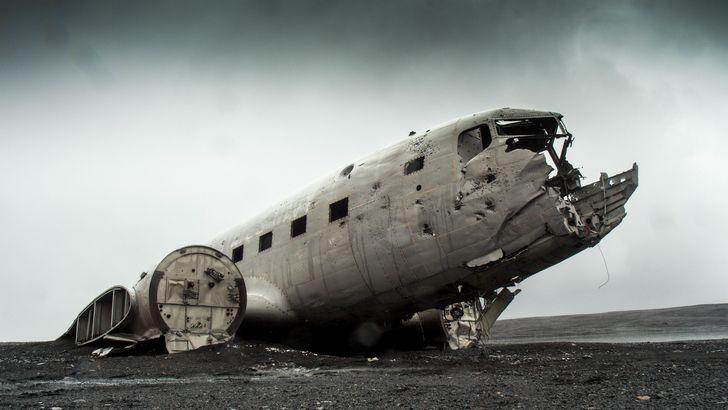 desastre avion en la costa deteriorado