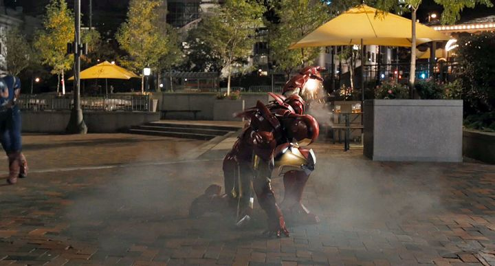 iron man aterrizando