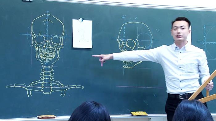 profesor dibujando pizarron (3)