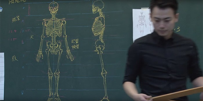 profesor dibujando pizarron (7)