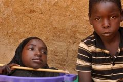 La trágica historia de la joven que vive en una tina