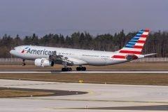 Retrasan vuelo cuando pasajeros descubren que el avión era pilotado por mujeres