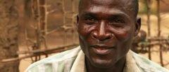 """""""Hienas"""" de África: hombres contratados para tener relaciones con adolescentes"""