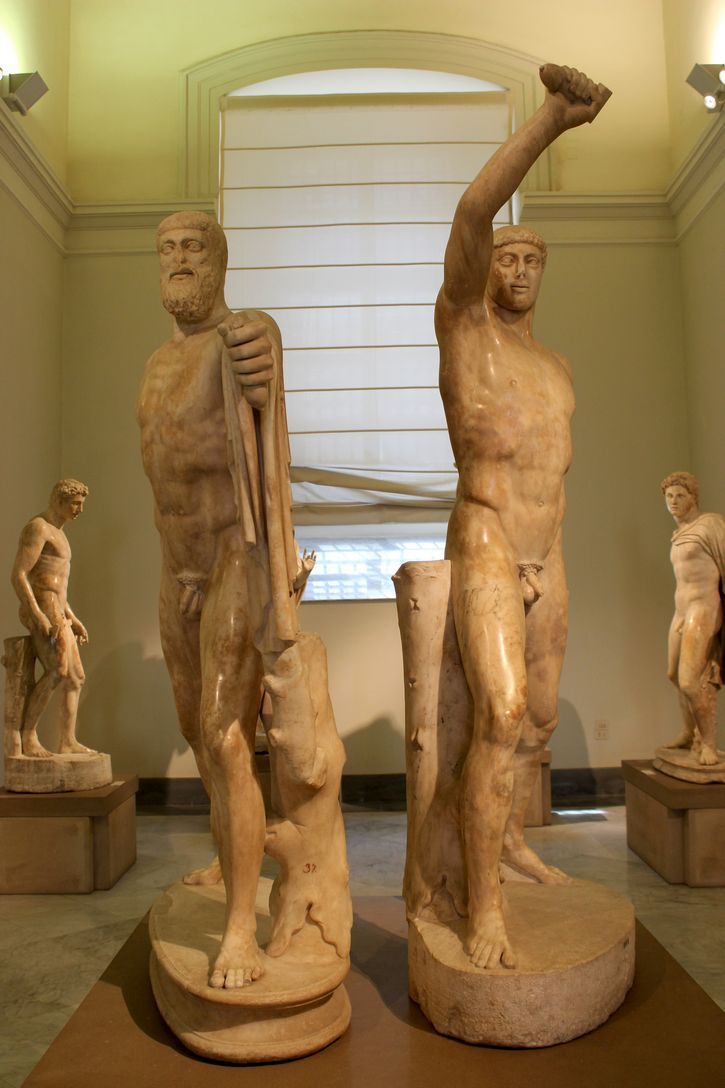 Harmodio y Aristogitón tiranicidas estatua