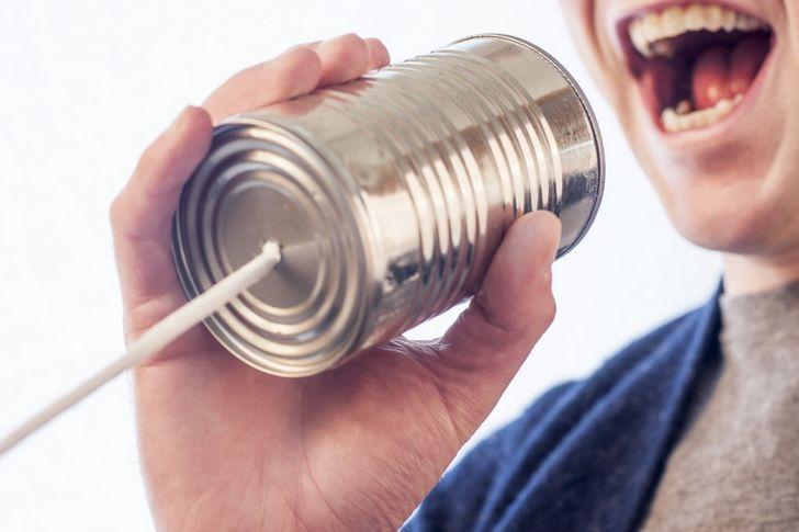 hablando por una lata