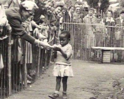 niña africana zoologico humano