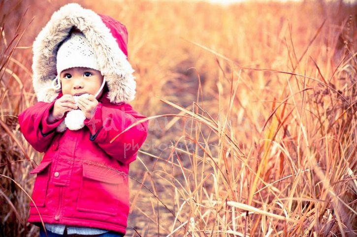 niño con ropa invernal