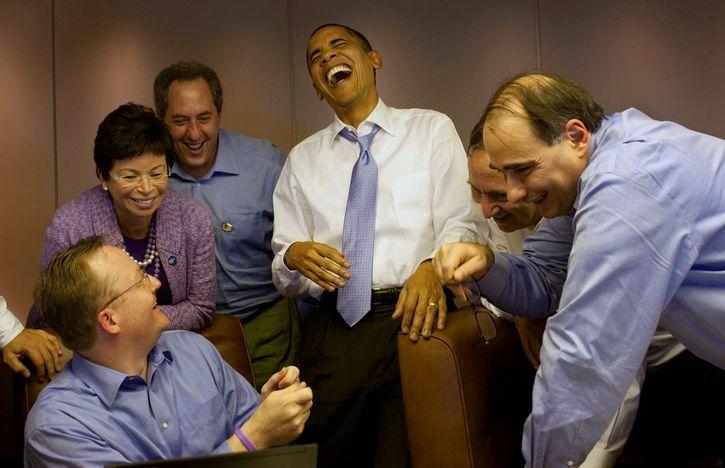 obama rie en el trabajo