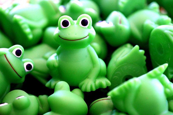 ranas figuras verde