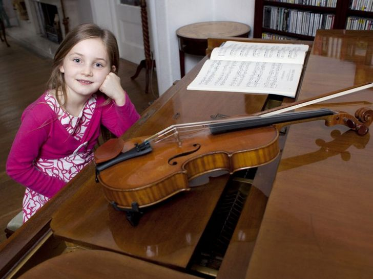 alma-deutscher-piano-y-violin
