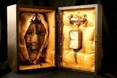 Esqueletos de seres fantásticos ocultos en mansión de Londres