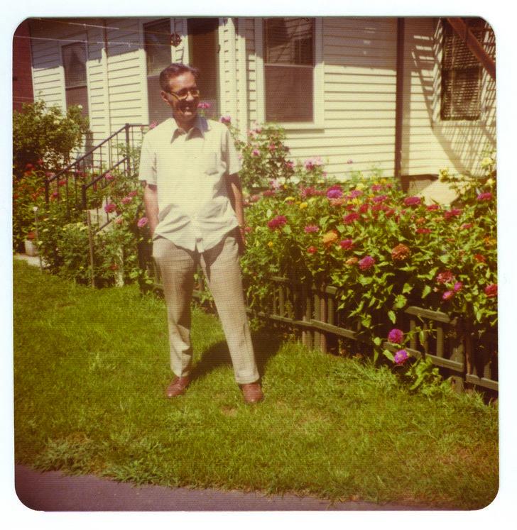 Henry M. en el jardín de la casa donde vívía en los años 70.
