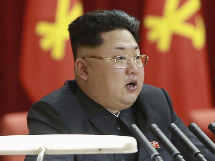 kim-jong-un-al-microfono