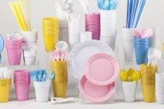 Francia prohíbe venta de vasos y platos plásticos desechables