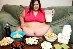 Esta mujer planea engordar hasta perder la movilidad