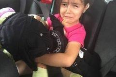 Padres toman fotos a sus hijos llorando y explican el motivo