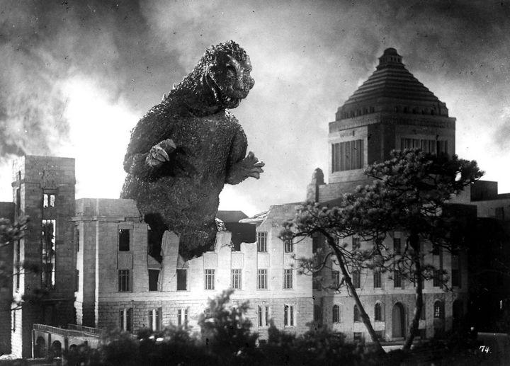 Más de la tercera parte del presupuesto de la película Godzilla de 1954 se dedicó a los efectos especiales. El presupuesto total sumó 62 millones de yenes.