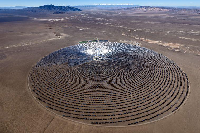 La Planta de Energía Solar Crescent Dunes produce alrededor de 110 MW con la tecnología de torres de concentración y sales fundidas. La empresa planea construir 10 más de estos en un lugar aún no especificado en Nevada.