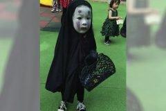 """Niña disfrazada de """"Sin Cara"""" (El viaje de Chihiro), es la mejor de Halloween"""