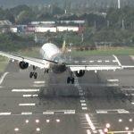"""El aterrizaje """"ninja"""" de este avión te pondrá los pelos de punta + VIDEOS"""