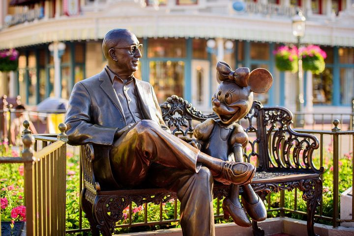 walt-disney-estatua-en-magic-world