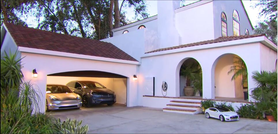 casa-forrada-con-techo-solar-tesla